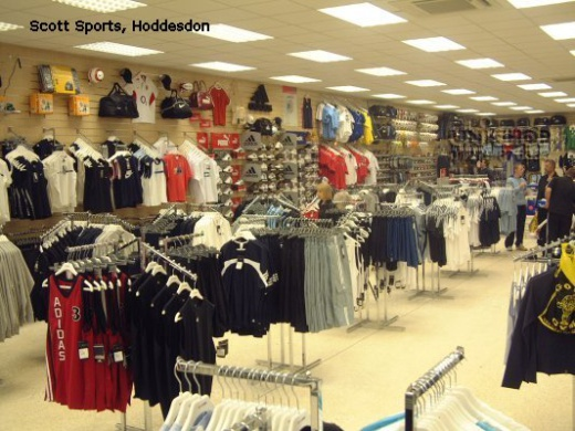 Slatwall Fittings and Clothing Rails for Scott Sports, Hoddesdon